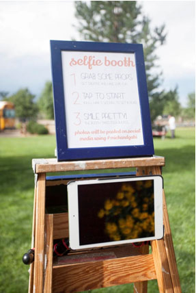 DIY wedding selfie booth